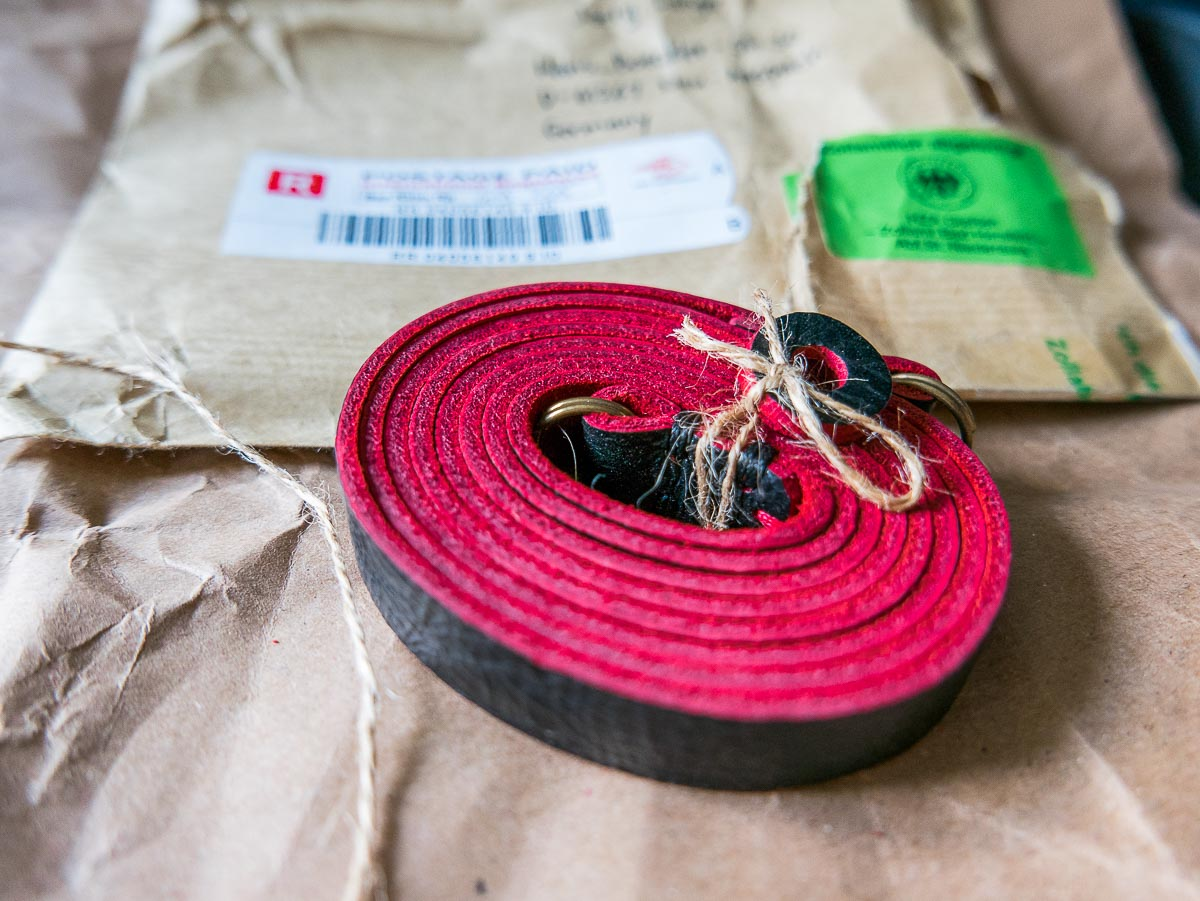 Der Gurtfreak hat neues weiches Leder aus Indonesien in den Händen